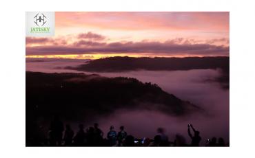 View Sunrise Kebun Buah Mangunan Menggunakan Kameran Drone